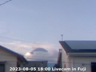 富士市から見た今の空と富士山(画像クリックでライブカメラのページへ)